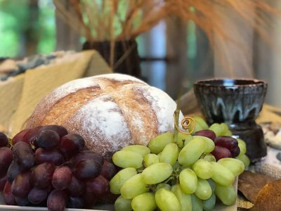Holy-Thursday-bread-and-grapes-new